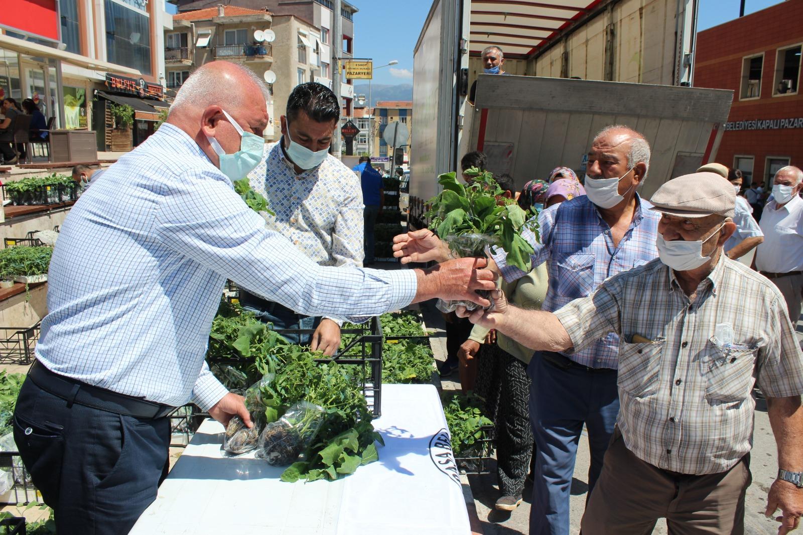 BAŞKAN KARAKAYALI'DAN VATANDAŞA 50 BİN FİDE DESTEĞİ