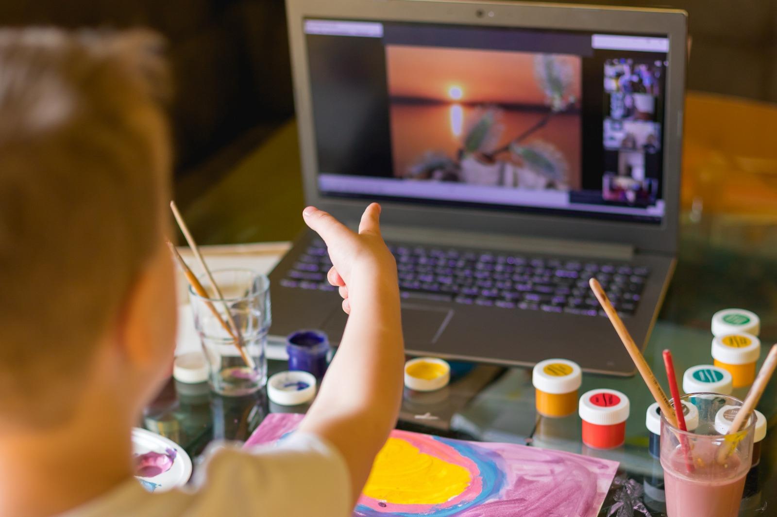 Gaziemirli çocuklara çevrim içi yarıyıl şenliği